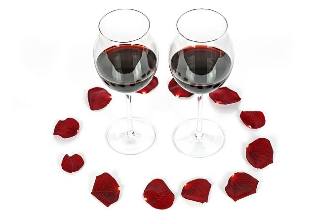 Two glasses with red roses